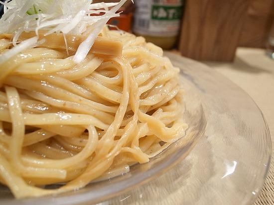 全粒粉入りの太麺