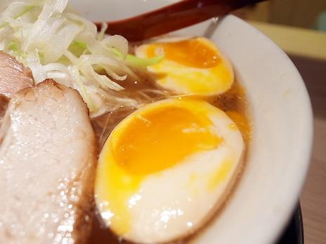 麺や七彩の味玉