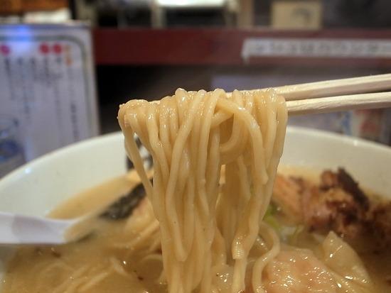 池袋まるきゅうの麺