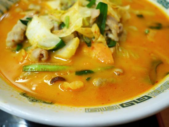 オレンジ色のスープ