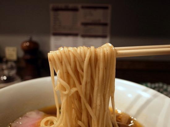 鳴龍の自家製細麺