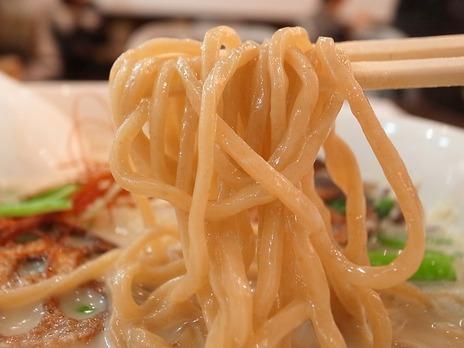 豆乳玄菜麺は麺にも特徴