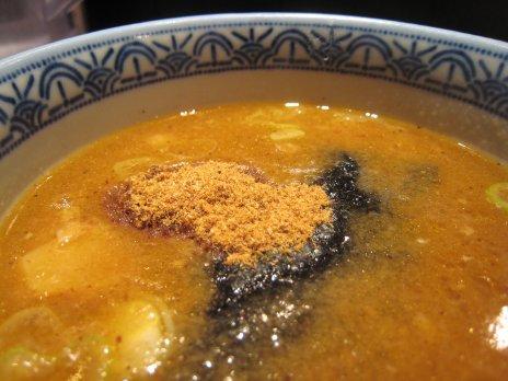 三田製麺所(新宿歌舞伎町)魚粉