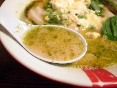 オリーブオイルにバジルスープ