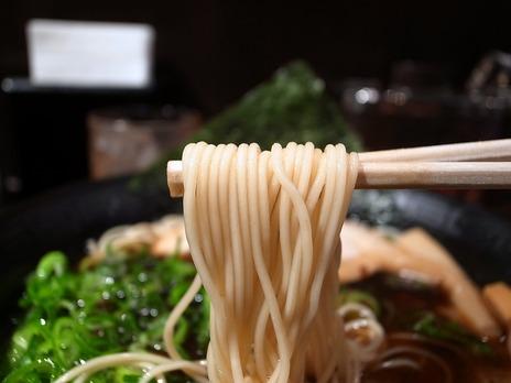 新宿西口極細麺だるまのめ豚骨