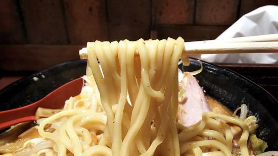萬馬軒の麺