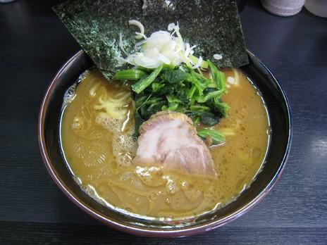 横浜家系豚骨醤油極太麺侍東松原店らーめん