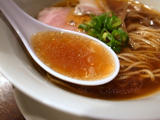 鳴龍の醤油スープ