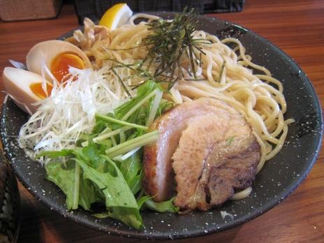 らーめん鈴家(本八幡)麺のお皿