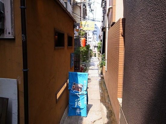 神楽坂の細い路地にあるラーメン屋