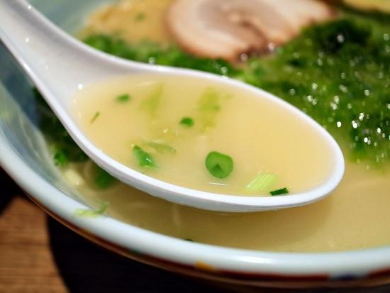 鶏白湯スープ