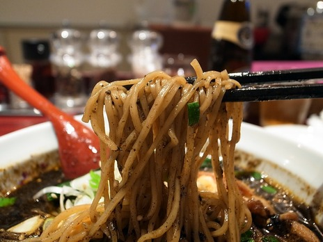 麺ダイニングととこ担々麺の細い麺