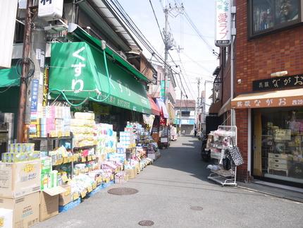 アカカベ池田旭町店付近