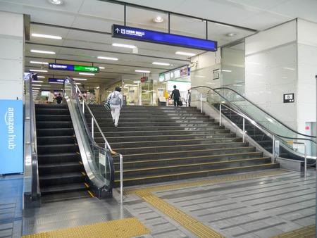 寝屋川市駅エスカレーター2020年8月-1
