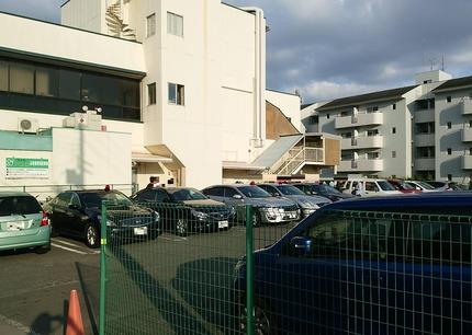 アプロの駐車場 パトカー