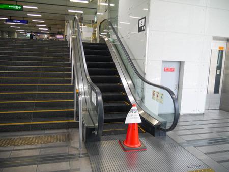 寝屋川市駅エスカレーター2020年8月-3