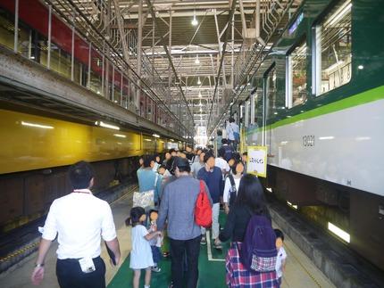 工場内部への通路