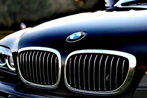 【悲報】BMWにキズつけた疑いで74歳男逮捕…その理由がとんでもないwwwwwwww