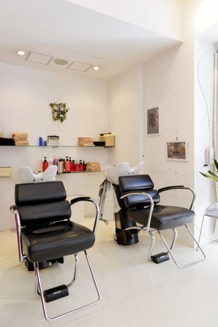 【悲報】美容師さん「あー 前髪の癖がすごいですねぇ…縮毛矯正やります?」ワイ「あ、はい…」→結果wwwww