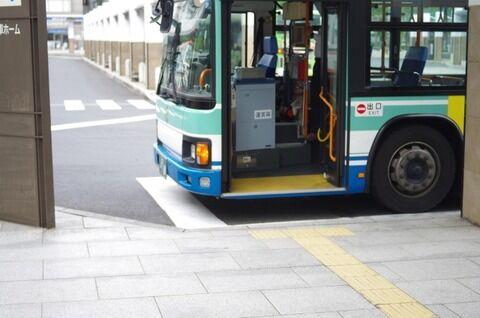 【悲報】市バス運転士さん「ターミナル着いた! ああトイレトイレ!!(ドア閉めー)」→ 結果wwwwwwww