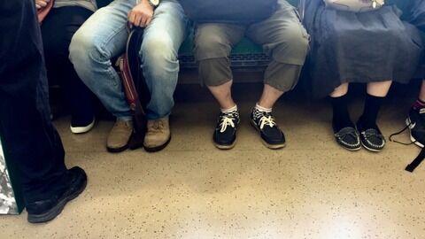 【悲報】電車でこうする奴の心理が知りたいんだが…