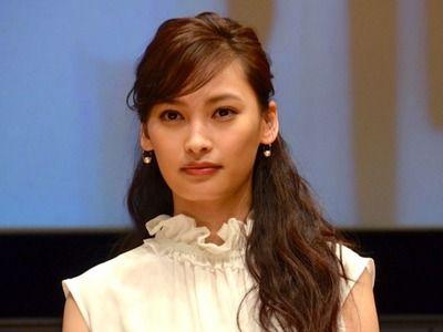 【画像】大政絢、純白のウエディングドレス姿を披露した結果wwwwwwwww