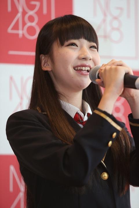 顔の肌がきれいな荻野由佳さん
