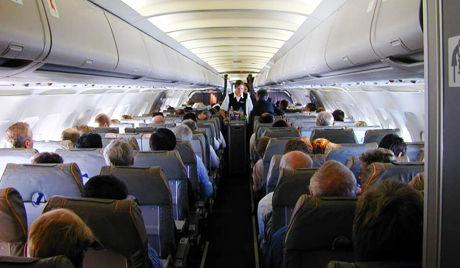 イタリア 乗客が飛行機から飛び降りる : 飛行機まとめぶろぐ