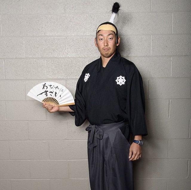 【悲報】Dバックス平野佳寿さん、とんでもないコスプレをしてしまうwwwww