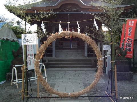 2011010215町田天満宮茅の輪くぐり