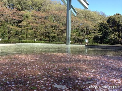 2013040758彫刻噴水 シーソー@芹ヶ谷公園・虹と水の広場