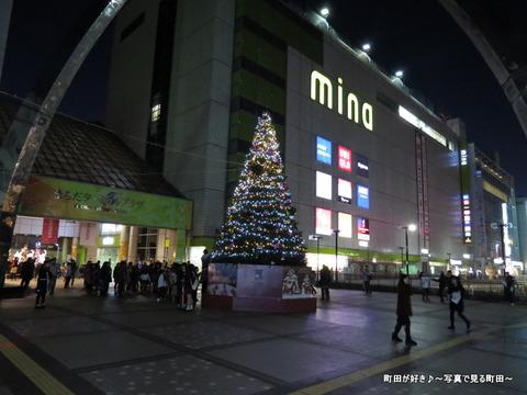 2014112910町田ターミナルプラザ前のクリスマスツリー