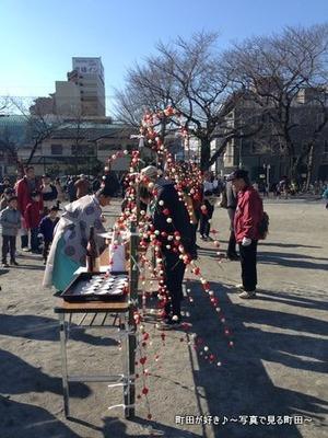2014011305町田一小で行われた「どんど焼き」