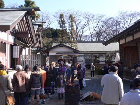 2009010105.jpg 成瀬杉山神社の初詣