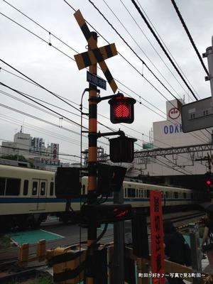 2013082509最近の踏切警報機@小田急線町田駅そば
