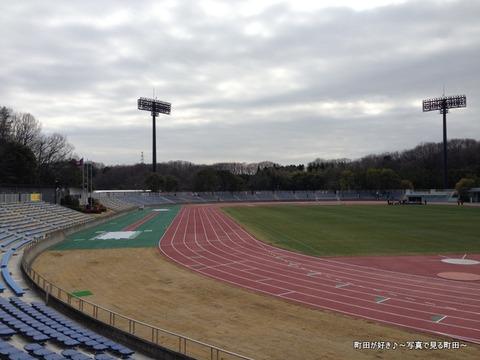 20130303077新装開店の町田市立陸上競技場