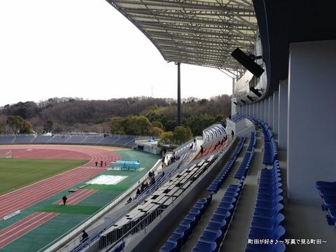 20130303057新装開店の町田市立陸上競技場
