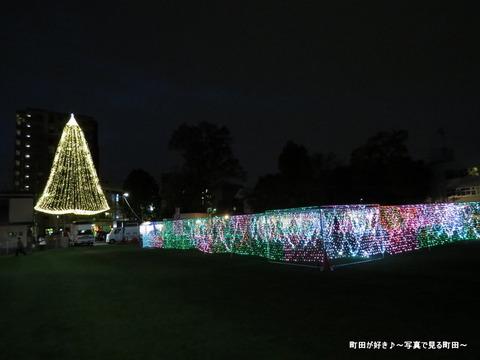 2014113012町田シバヒロ(旧町田市役所跡)のクリスマスツリー