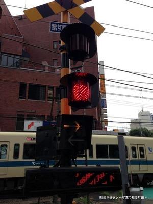 2013082508最近の踏切警報機@小田急線町田駅そば