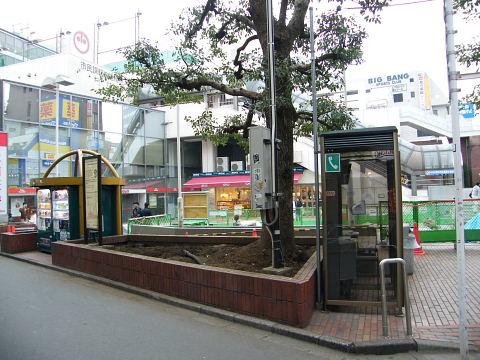 20081115061.jpg カリヨン広場工事中