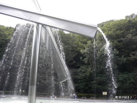 2009092343 芹ヶ谷公園を歩く 水のオブジェ