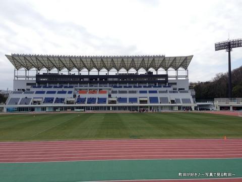 20130303080新装開店の町田市立陸上競技場