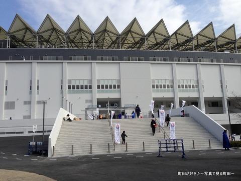 20130303025新装開店の町田市立陸上競技場