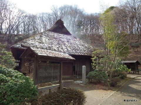 2012021835雪残る薬師池公園