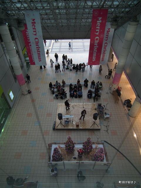 2010112172町田ターミナルプラザ市民広場
