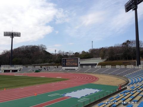 20130303081新装開店の町田市立陸上競技場