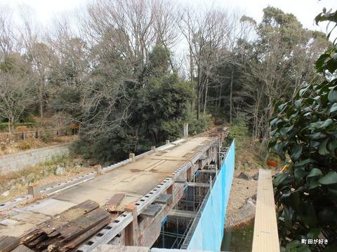 2013010654忠生公園内のふれあい橋が解体工事中