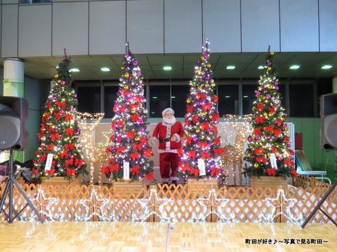 2013112326町田ターミナルプラザ前のクリスマスツリー