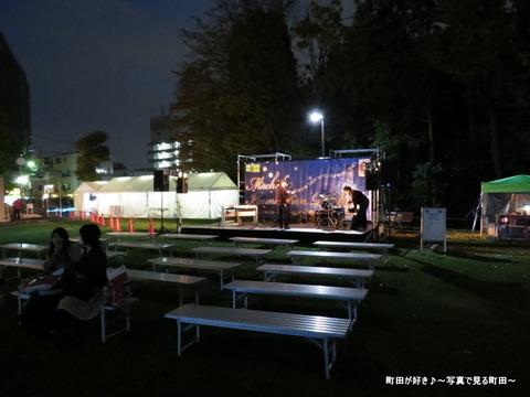 2014113024町田シバヒロ(旧町田市役所跡)のクリスマスツリー