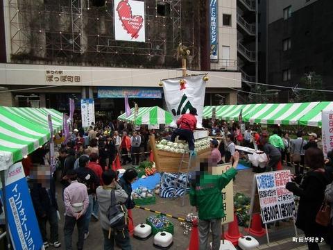 20101114088野菜宝船・野菜神輿